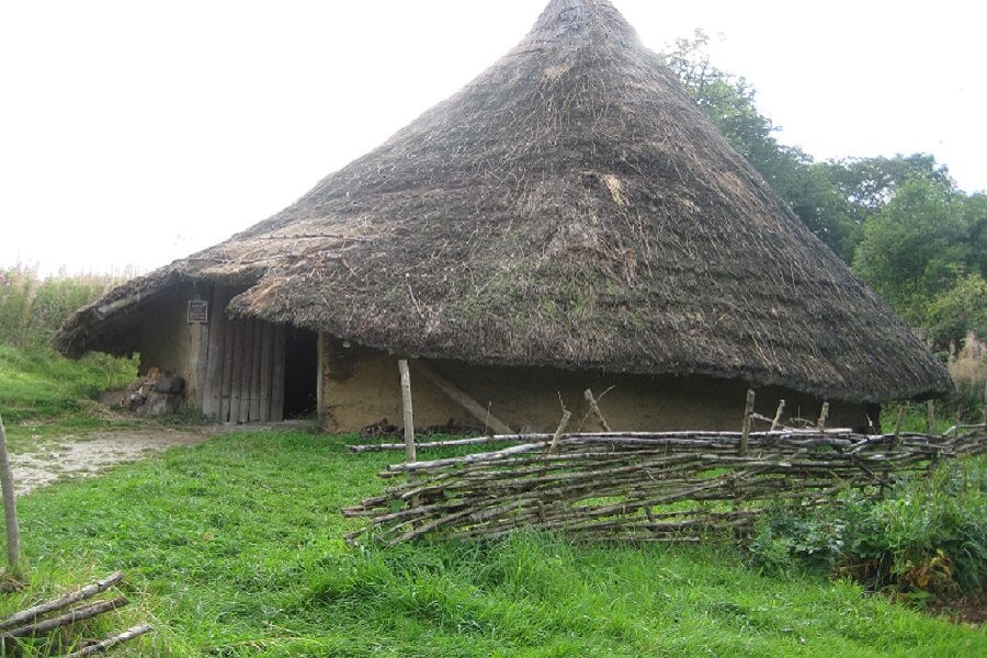 Recreation of a Chiltern Iron Age Roundhouse