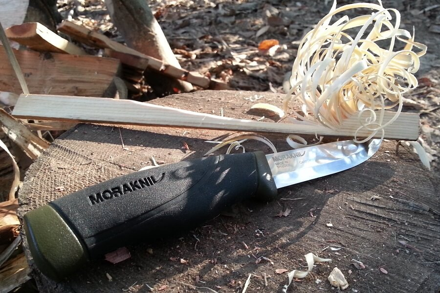 Mora Companion Knife (heavy duty) with feather sticks