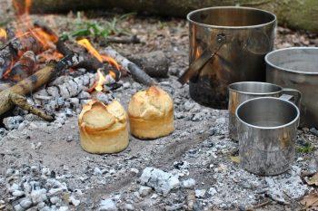 Little loaves baked in steel mugs